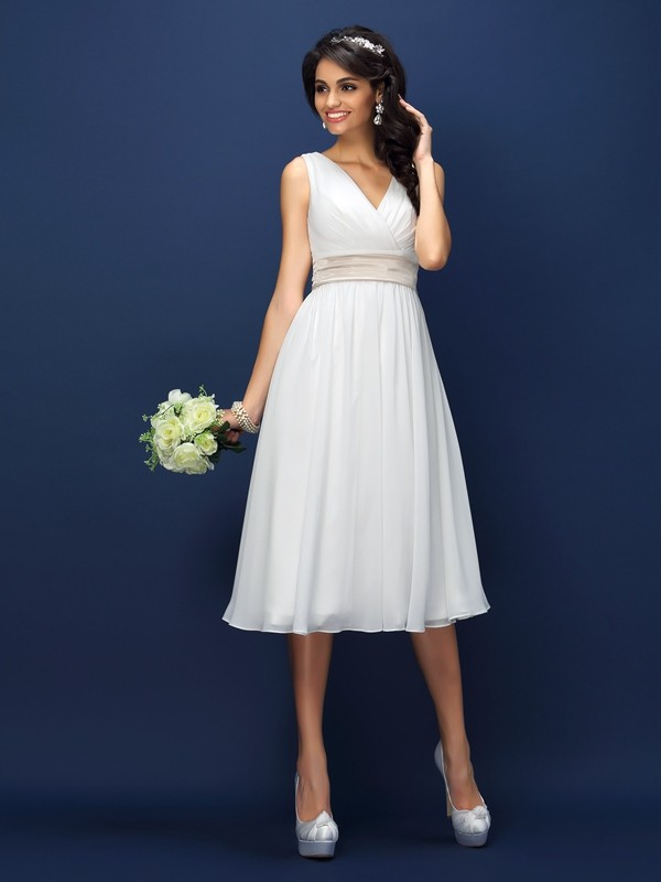 A-Line/Princess V-neck Sleeveless Pleats Sash/Ribbon/Belt Knee-Length Chiffon Bridesmaid Dress