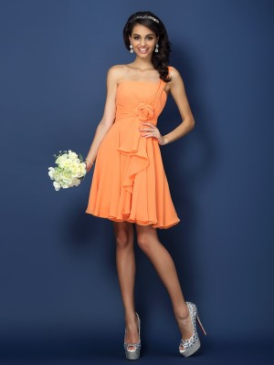 A-Line/Princess Strapless One-Shoulder Sleeveless Hand-Made Flower Short/Mini Chiffon Bridesmaid Dress