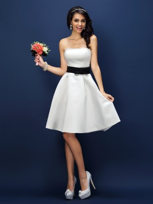 A-Line/Princess Strapless Sleeveless Sash/Ribbon/Belt Knee-Length Satin Bridesmaid Dress