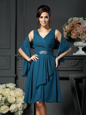 A-Line/Princess V-neck Chiffon Beading Knee-length Mother of the Bride Dresses