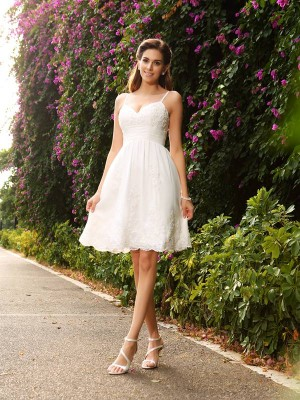 A-Line/Princess Knee-Length Spaghetti Straps Lace Wedding Dresses