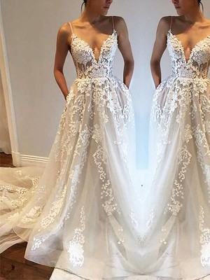 A-Line/Princess Sleeveless Spaghetti Straps Court Train Tulle Wedding Dresses