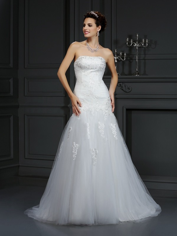 Sheath/Column Strapless Lace Court Train Satin Wedding Dresses