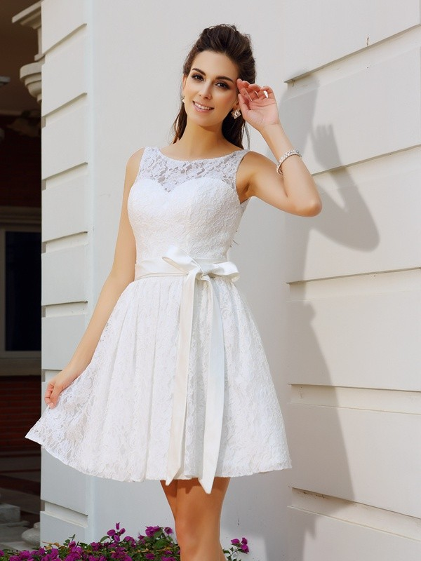 A-Line/Princess Scoop Lace Short/Mini Sleeveless Gowns
