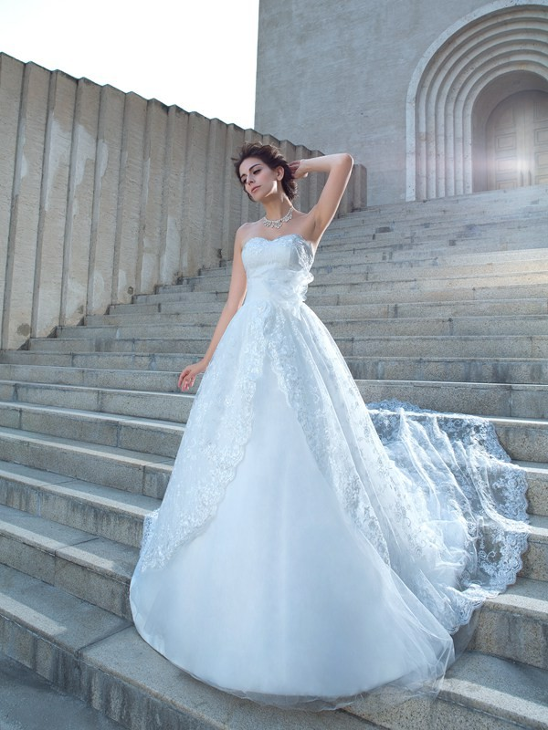 Ball Gown Sleeveless Sweetheart Lace Chapel Train Beading Wedding Dress