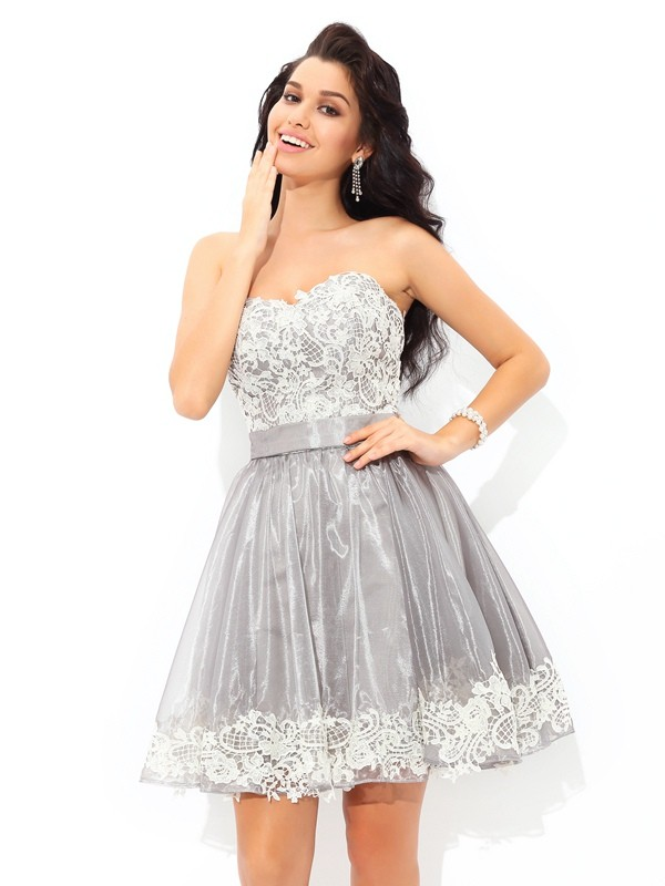 A-Line/Princess Sweetheart Sleeveless Lace Short/Mini Tulle Cocktail Dress