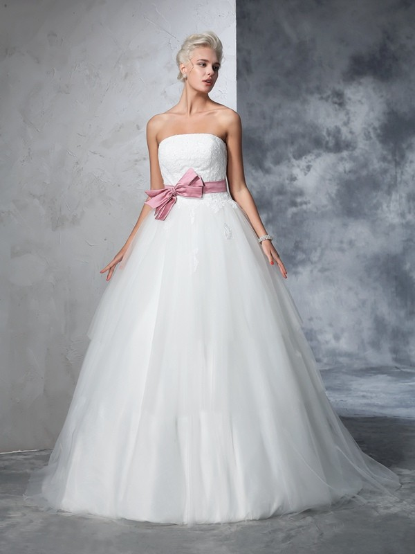 Ball Gown Sleeveless Strapless Net Court Train Bowknot Bridal Wedding Dresses