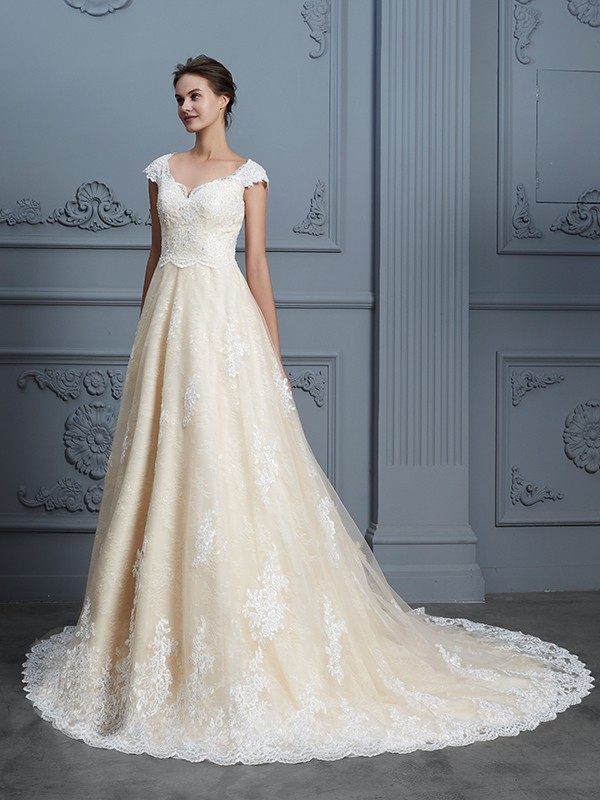 Ball Gown Sweetheart Sleeveless Court Train Lace Beading Wedding Dresses