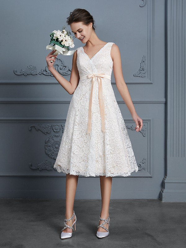 A-Line/Princess V-neck Bowknot Sleeveless Knee-Length Lace Wedding Dresses