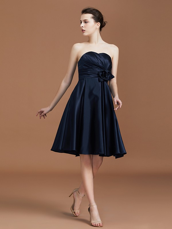 A-Line/Princess Sweetheart Sleeveless Knee-Length Satin Hand-Made Flower Bridesmaid Dresses