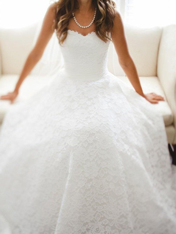 A-Line/Princess Sweetheart Lace Cathedral Train Sleeveless Wedding Dresses