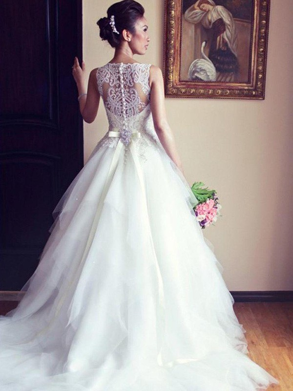 A-Line/Princess Scoop Sleeveless Chapel Train Sash/Ribbon/Belt Beading Applique Lace Tulle Wedding Dresses
