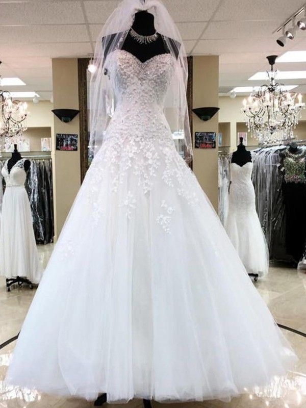 Ball Gown Sweetheart Sleeveless Tulle Floor-Length Applique Wedding Dresses