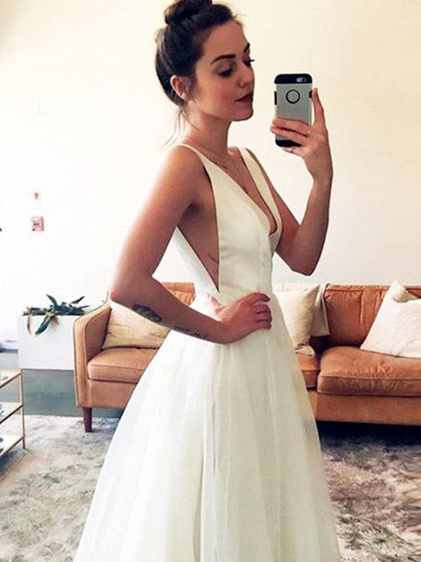 A-Line/Princess Tulle V-neck Sleeveless Ruched Sweep/Brush Train Wedding Dresses