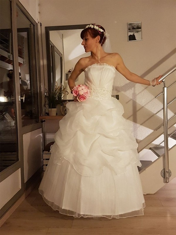 Floor-Length Ball Gown Strapless Sleeveless Tulle Wedding Dresses