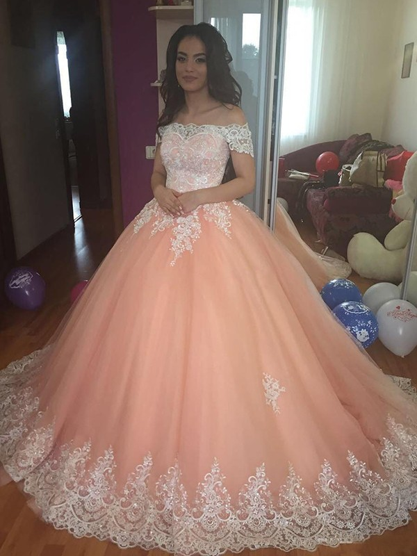 Ball Gown Off-the-Shoulder Sleeveless Lace Court Train Tulle Dresses