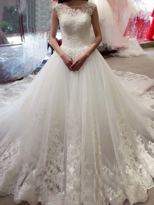 Ball Gown Sleeveless Bateau Applique Chapel Train Tulle Wedding Dresses