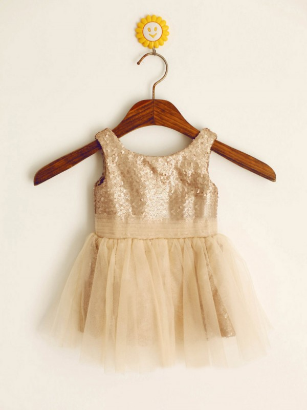 A-line/Princess Scoop Sleeveless Knee-length Sequins Dress
