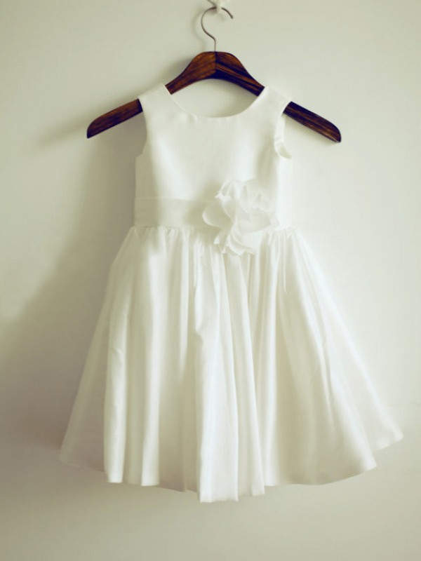 A-line/Princess Jewel Hand-Made Flower Knee-Length Taffeta Dresses